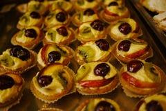 Γλυκές λιχουδιές στο αρτοποιείο στοκ φωτογραφία με δικαίωμα ελεύθερης χρήσης