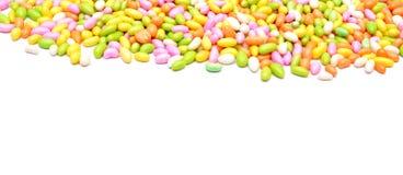 Γλυκές καραμέλες ζωηρόχρωμες που απομονώνει στο άσπρο υπόβαθρο στοκ φωτογραφία με δικαίωμα ελεύθερης χρήσης