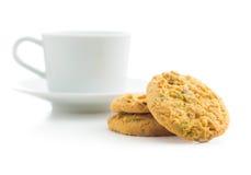 Γλυκές μπισκότα φυστικιών και κούπα καφέ Στοκ Εικόνες