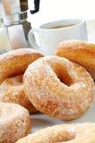 Γλυκαμένος donuts με τον καφέ στοκ εικόνα