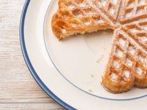 Γλυκιά βάφλα σε ένα πιάτο Στοκ εικόνα με δικαίωμα ελεύθερης χρήσης