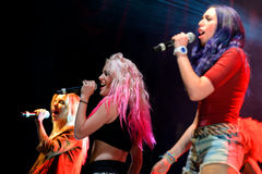 Γλυκιά Καλιφόρνια (ζώνη κοριτσιών) στο λαϊκό φεστιβάλ Primavera Στοκ φωτογραφία με δικαίωμα ελεύθερης χρήσης
