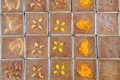 Γλυκιά κρέμα καρύδων στο τετραγωνικό πιάτο Στοκ Εικόνες