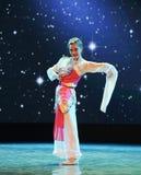 Γλυκός κορίτσι-κυκλικός ανεμιστήρας-κλασσικός χορός στοκ φωτογραφίες με δικαίωμα ελεύθερης χρήσης