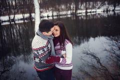 Γλυκό αγκάλιασμα ζευγών Στοκ Εικόνα