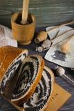 Γλυκό εύγευστο strudel με τους σπόρους παπαρουνών Στοκ Εικόνες