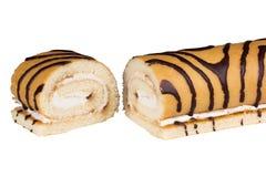 Γλυκό κέικ ρόλων που απομονώνεται στο λευκό Στοκ Εικόνες