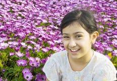 γλυκό κοριτσιών ελάχιστα υπαίθρια Στοκ φωτογραφία με δικαίωμα ελεύθερης χρήσης