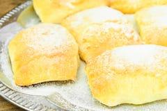 Γλυκό κουλούρι με το τυρί, τη Apple και την κανέλα Στοκ φωτογραφίες με δικαίωμα ελεύθερης χρήσης
