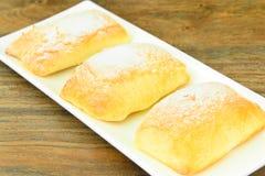 Γλυκό κουλούρι με το τυρί, τη Apple και την κανέλα Στοκ φωτογραφία με δικαίωμα ελεύθερης χρήσης