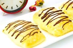 Γλυκό κουλούρι με το τυρί, τη Apple και την κανέλα Στοκ Εικόνες
