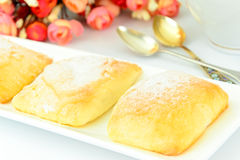 Γλυκό κουλούρι με το τυρί, τη Apple και την κανέλα Στοκ εικόνες με δικαίωμα ελεύθερης χρήσης