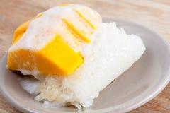 Γλυκό μάγκο με το κολλώδες ρύζι Στοκ εικόνες με δικαίωμα ελεύθερης χρήσης