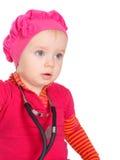 Κοριτσάκι με το phonendoscope που απομονώνεται σε ένα άσπρο υπόβαθρο στοκ εικόνα