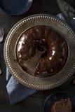 Γλυκό σπιτικό σκοτεινό κέικ Bundt σοκολάτας Στοκ Φωτογραφία