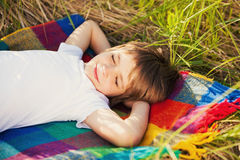 Γλυκό όνειρο ενός μικρού αγοριού Στοκ Φωτογραφίες