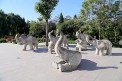 Γλυπτά των ελεφάντων, στο ζωολογικό κήπο του Πεκίνου, Πεκίνο, Κίνα Στοκ Εικόνες