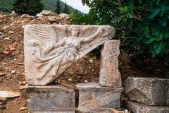 Γλυπτική λεπτομέρεια της φτερωτής θεάς Nike σε αρχαίο Ephesus στην Τουρκία Στοκ Εικόνα