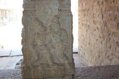 Γλυπτική στυλοβατών ναών Vittala Hampi της πάλης sukriva Vali Sugreeva Στοκ φωτογραφία με δικαίωμα ελεύθερης χρήσης