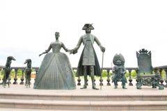 Γλυπτική σύνθεση ο βασιλικός περίπατος σε Strelna Στοκ εικόνα με δικαίωμα ελεύθερης χρήσης