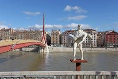 Γλυπτό και ο ποταμός Ροδανός Γαλλία Λυών Στοκ φωτογραφία με δικαίωμα ελεύθερης χρήσης
