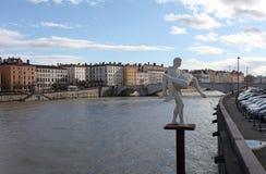 Γλυπτό και ο ποταμός Ροδανός Γαλλία Λυών Στοκ Εικόνες