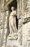 Γλυπτό στη βιβλιοθήκη του Κέλσου σε Ephesus Στοκ Φωτογραφία