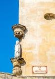 Γλυπτό στη γωνία του δρόμου σε Arles, Γαλλία Στοκ φωτογραφία με δικαίωμα ελεύθερης χρήσης