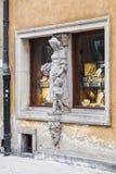 Γλυπτό στο παράθυρο Στοκ φωτογραφία με δικαίωμα ελεύθερης χρήσης
