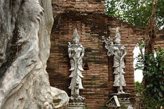 γλυπτό Ταϊλανδός αγγέλο&upsilo Στοκ Φωτογραφίες