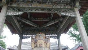Γλυπτό της Κίνας Fortuna στην αρχαία αρχιτεκτονική ναών, ιστορικός-γλυπτό & μνημεία χαρασμένες ακτίνες & χρωματισμένα κτήρια φιλμ μικρού μήκους