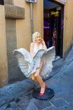 Γλυπτό της Μέριλιν Μονρόε μπροστά από μια διασκέδαση arcade στη Φλωρεντία Το Μονρόε ήταν ηθοποιός και πρότυπο, ήταν ένα από το πε Στοκ εικόνες με δικαίωμα ελεύθερης χρήσης