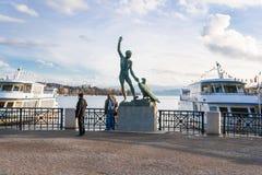 Γλυπτό του Ganimed στη λίμνη της Ζυρίχης με τα σκάφη Στοκ φωτογραφία με δικαίωμα ελεύθερης χρήσης