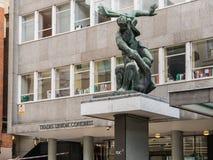 Γλυπτό του Jacob Epstein έξω από τα εμπορικά Η.Ε κατοικίας σπιτιών συνεδρίων Στοκ Εικόνα