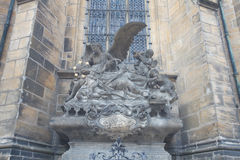 Γλυπτό του ST John Nepomuk στον καθεδρικό ναό του ST Vitus Στοκ Φωτογραφίες