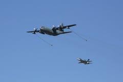 Γ-130 επίδειξη ανεφοδιασμού σε καύσιμα αέρα Hercules Στοκ φωτογραφίες με δικαίωμα ελεύθερης χρήσης