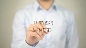 Δάσκαλοι επιθυμητοί, άτομο που γράφει στη διαφανή οθόνη στοκ εικόνα