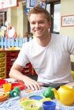 Δάσκαλος στο παιδικό σταθμό στοκ εικόνες με δικαίωμα ελεύθερης χρήσης