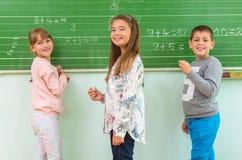 Δάσκαλος και σπουδαστής στον πίνακα, math κατηγορία Στοκ Φωτογραφία