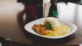 Δάχτυλα κοτόπουλου, κρέμα καλαμποκιού ένα ρύζι στοκ φωτογραφία