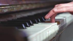 Δάχτυλα στο πιάνο απόθεμα βίντεο