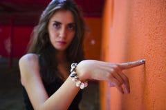 δάχτυλο που δείχνει τη γυναίκα Στοκ Φωτογραφία