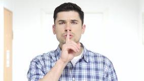 Δάχτυλο στα χείλια, σιωπή παρακαλώ Στοκ εικόνα με δικαίωμα ελεύθερης χρήσης