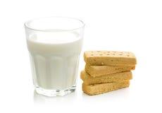 Δάχτυλα κουλουρακιών με το γάλα στοκ φωτογραφίες με δικαίωμα ελεύθερης χρήσης