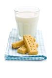 Δάχτυλα κουλουρακιών με το γάλα στοκ φωτογραφία με δικαίωμα ελεύθερης χρήσης
