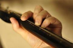 Δάχτυλα στο fretboard Στοκ Εικόνα