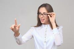 Δάχτυλο επιχειρησιακών γυναικών που δείχνει στην πλευρά στοκ φωτογραφία