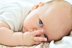 Δάχτυλο στο στόμα στοκ φωτογραφία με δικαίωμα ελεύθερης χρήσης