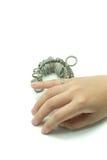 Δάχτυλο Jeweler χεριών wiith που ταξινομεί τα εργαλεία που απομονώνονται Στοκ Φωτογραφία