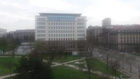 Δέντρα οικοδόμησης Βελιγραδι'ου πάρκων Στοκ εικόνες με δικαίωμα ελεύθερης χρήσης